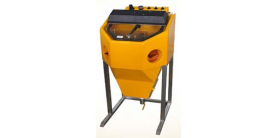 Middle type sand blasting machine